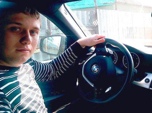 Фото Владимира в заработанном трейдингом авто BMW X6.